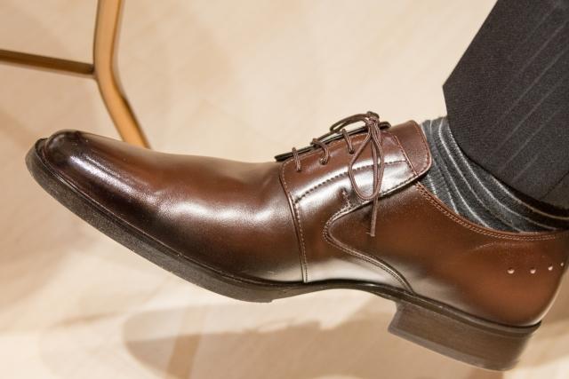 濡れた革靴早く乾かす